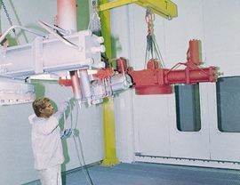 Pressurized liquid painting booth with pieces lifting and lowering system