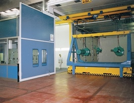 Pressurized oven cabin for large special pieces transported by automated and wire-guided floor shuttles