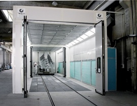 Two-stage pressurized oven booth for painting-drying of agricultural machinery with lateral air suction and dry filtration