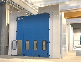 Pressurized oven booth for painting-drying with n. 4 lateral air distribution plenums and with large upper opening for overhead crane along its entire length