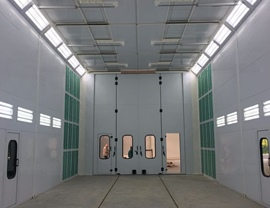 Internal view of the pressurized oven booth for painting-drying with n. 4 lateral air distribution plenums and with large upper opening for overhead crane along its entire length