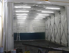 Painting booth with retractable pantograph chamber with fireproof tarpaulin