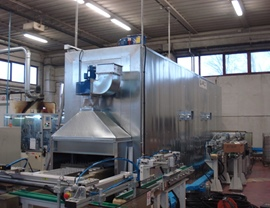 Static oven (T 140 ° C) for drying small pieces on motorized roller conveyor